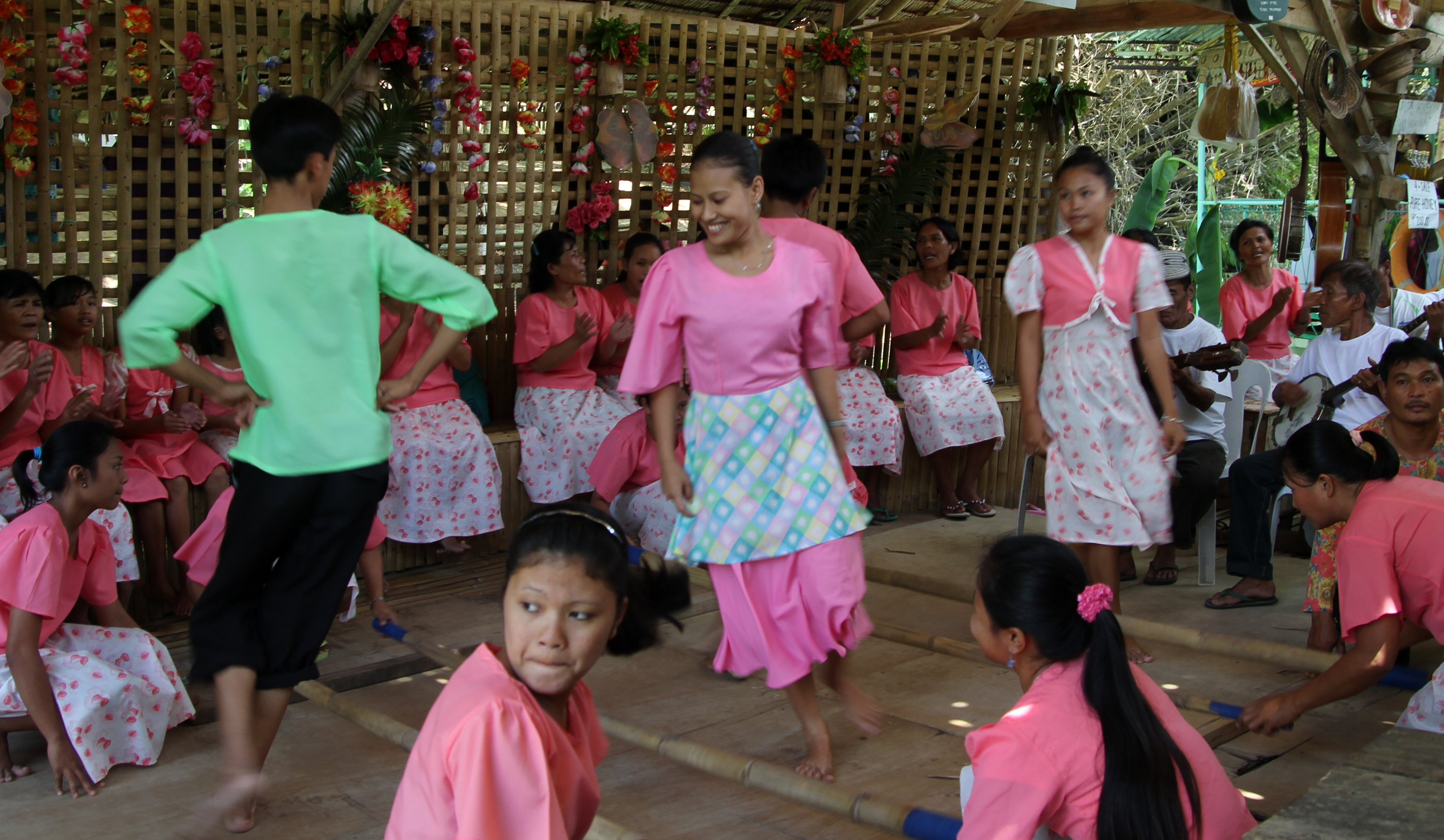 filipino folk dancing in bohol